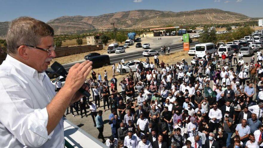 Davutoğlu, Diyarbakır'da gençlerle buluştu