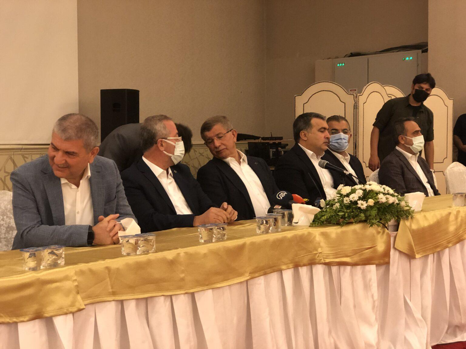 """Gelecek Partisi Genel Başkanı Ahmet Davutoğlu Diyarbakır'da konuştu: """"Siyasette büyük bir dalga, tsunami geliyor"""""""