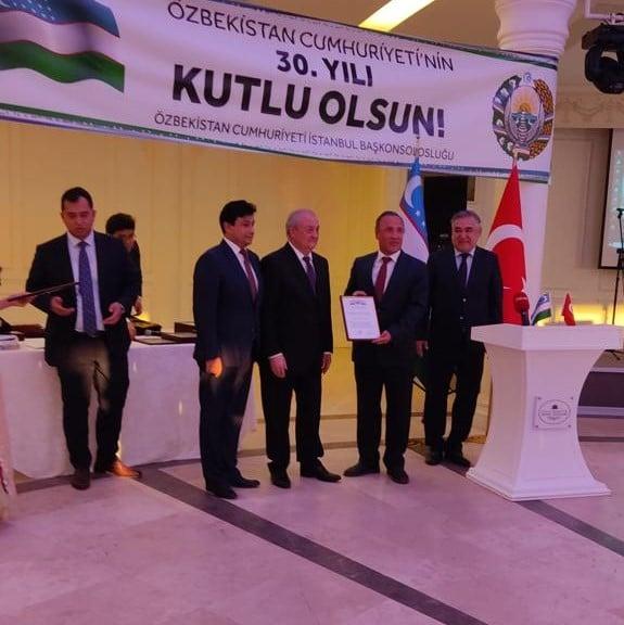 Prof. Dr. Salih Aynural'a Özbekistan'dan Onur Belgesi